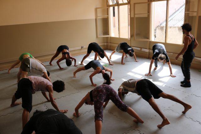 Curso de circo. Foto: Bruno Galvincio/SP Escola de Teatro