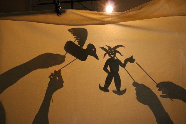 Curso de teatro de sombra. Foto: Divulgação
