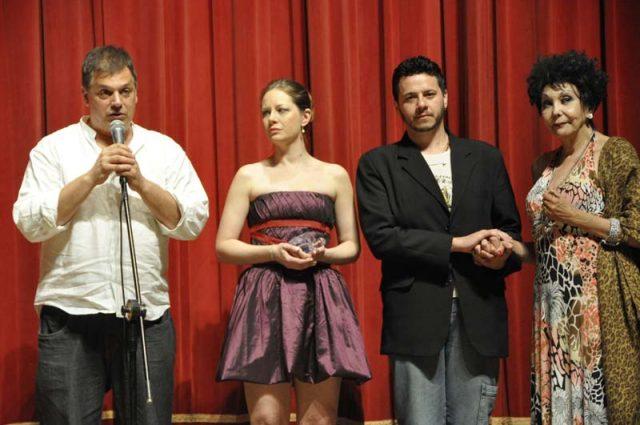 Os Satyros no 13º recebendo prêmio