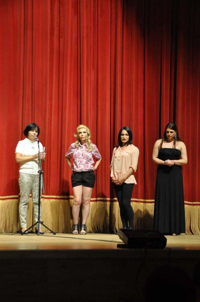 Rachel Rocha e as recepcionistas da Escola