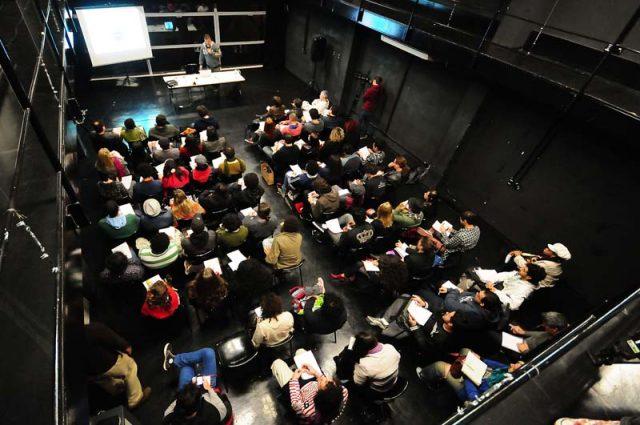 Palestra de Rodolfo García Vázquez durante o curso 'Processos criativos de encenadores brasileiros'