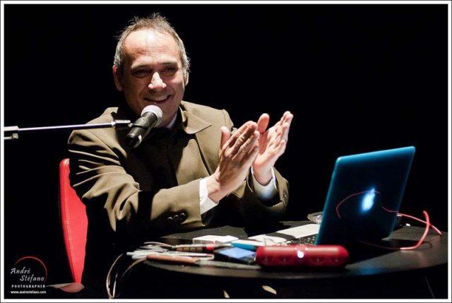Ivam Cabral no monólogo 'A conquista da peste'