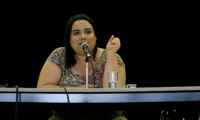A escritora e pesquisadora Helena Vieira durante palestra na sede Brás da SP Escola de Teatro. Foto: Bruno Galvíncio/SP Escola de Teatro