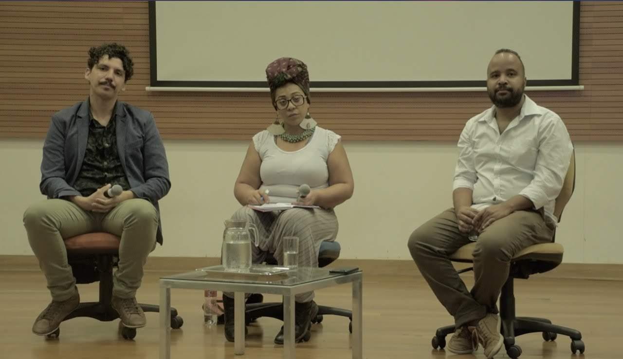 O diretor Anderson Maurício (Trupe Zózima) e a atriz Mônica Augusto (Dual Cena Contemporânea) com mediação do jornalista Miguel Arcanjo Prado.