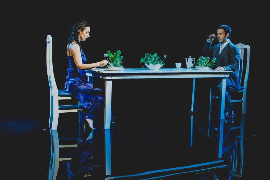 Cena da peça Ilhada em mim – Crédito da foto:  Jennifer Glass