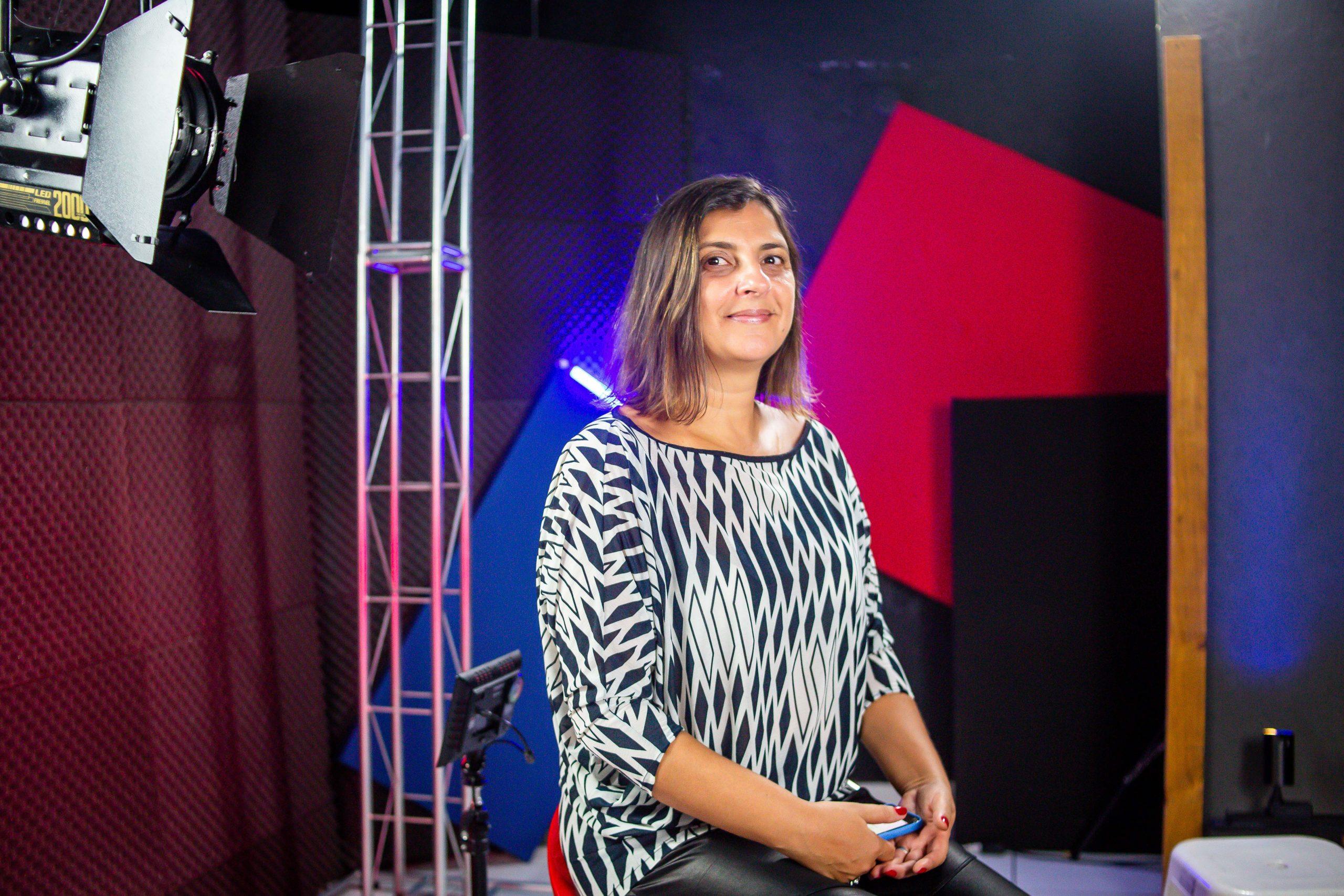 A jornalista Adriana de Barros na 2ª Edição do Prêmio Arcanjo de Cultura. (Foto: Edson Lopes Jr./Prêmio Arcanjo)
