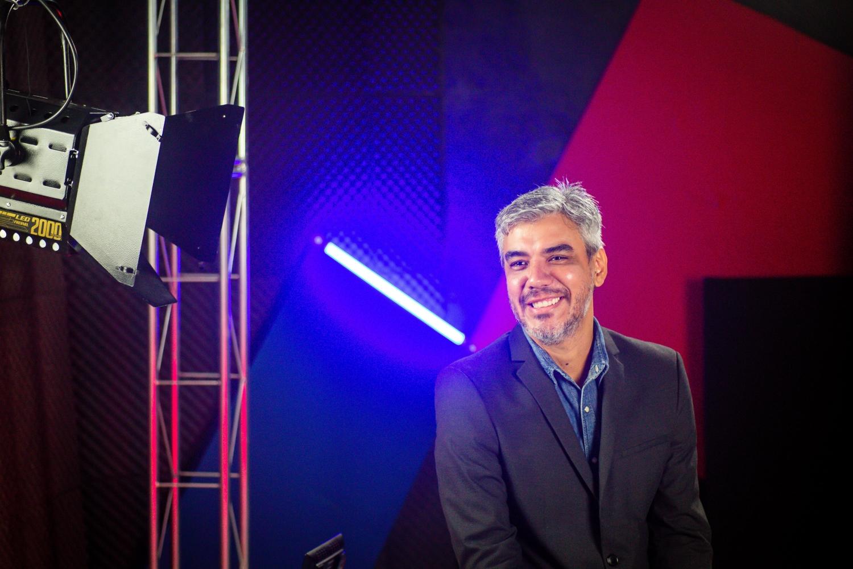 O fotógrafo Bob Sousa na 2ª Edição do Prêmio Arcanjo de Cultura. (Foto: Edson Lopes Jr./Prêmio Arcanjo)