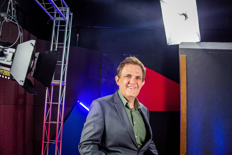 O educador e vice-presidente da Câmara Brasileira do Livro Hubert Alqueres  na 2ª Edição do Prêmio Arcanjo de Cultura. (Foto: Edson Lopes Jr./Prêmio Arcanjo)