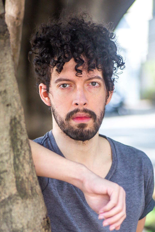 O ator Fernando Pivotto, do @tudomenosumacritica, um dos 12 comunicadores convidados da Mostra Aldir Blanc na SP - Foto: Edson Lopes Jr.